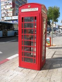 https://upload.wikimedia.org/wikipedia/commons/d/dd/PT-Phone_Booth.jpg